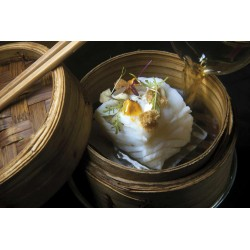 Morro de Bacalao  al Vapor de Bambú con crema agria de yogurt, mayonesa  kimchi y crostones de pan frito